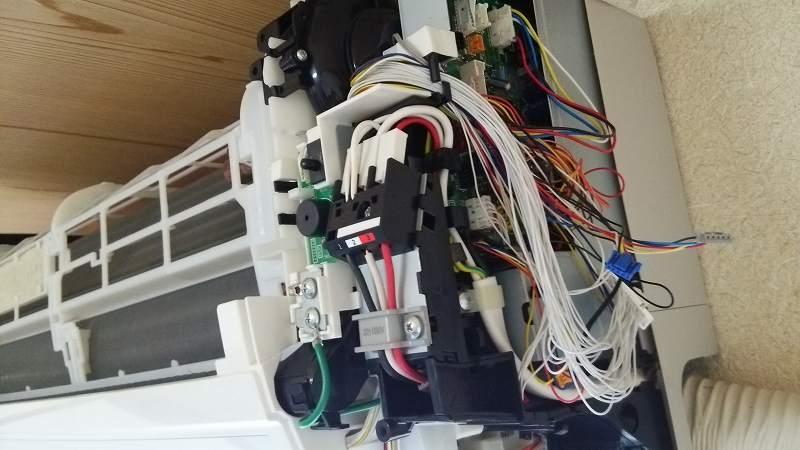パナソニックのお掃除機能付きエアコンを自分で分解する方法