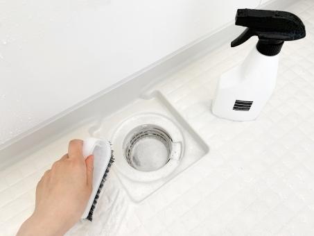 お風呂の床の黒ずみや白い汚れ掃除