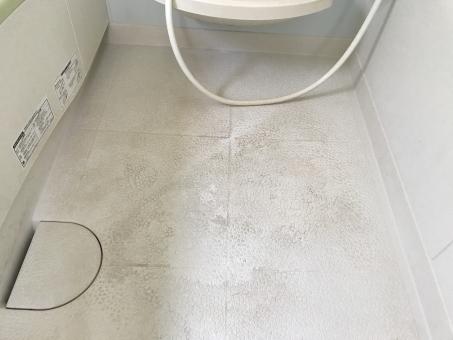 風呂の床の黒ずみ汚れの落とし方