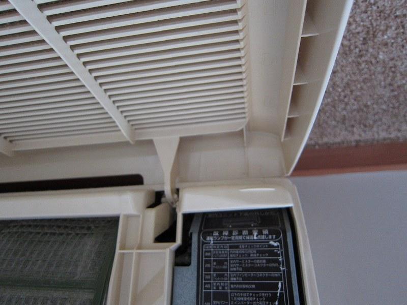エアコン分解:カバーの取り外し