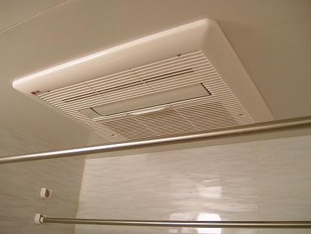 浴室暖房乾燥機のフィルターが洗濯物をカビ臭くする