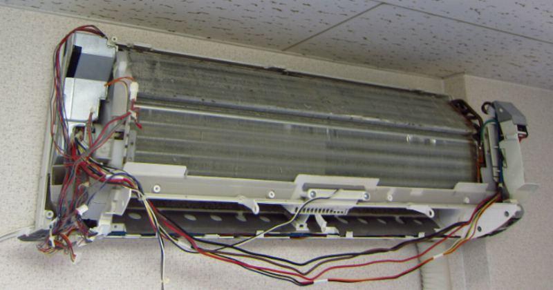 シャープのお掃除機能付きエアコンを自分で掃除する方法