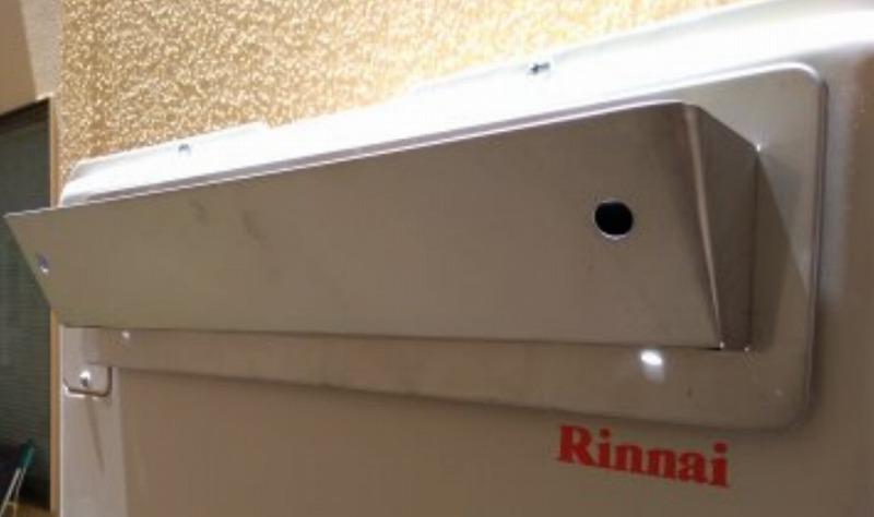 給湯器の上方排気カバー