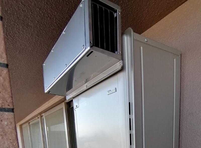 給湯器の横向き排気カバーの取付
